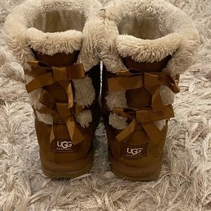 light brown women's size 6 bow-back UGGS
